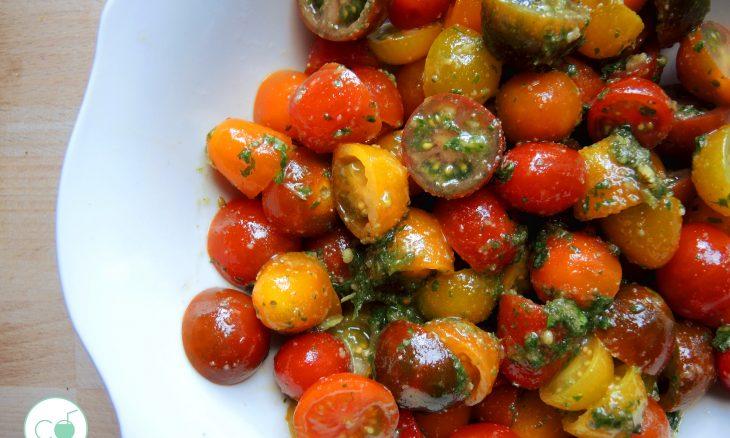 Ensalada de cherrys con pesto de nueces