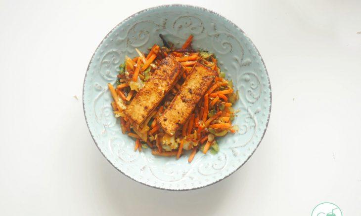 Idea vaga: tofu con verduras pre-cortadas en plan asiático